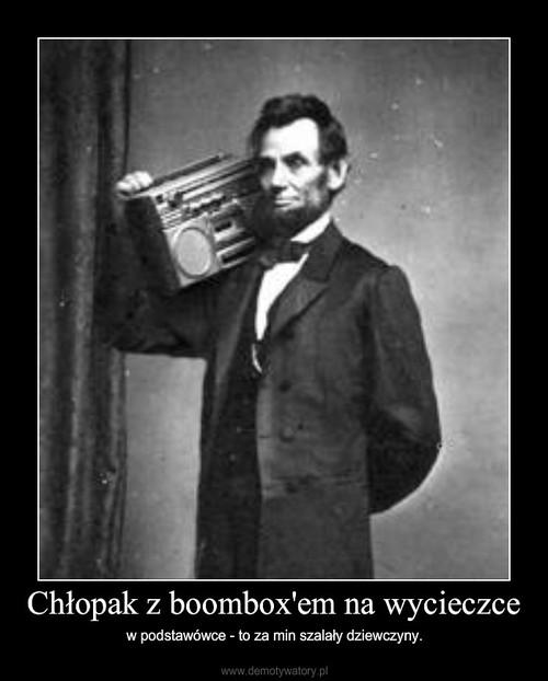 Chłopak z boombox'em na wycieczce