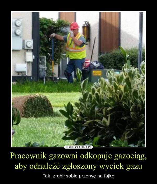 Pracownik gazowni odkopuje gazociąg, aby odnaleźć zgłoszony wyciek gazu – Tak, zrobił sobie przerwę na fajkę