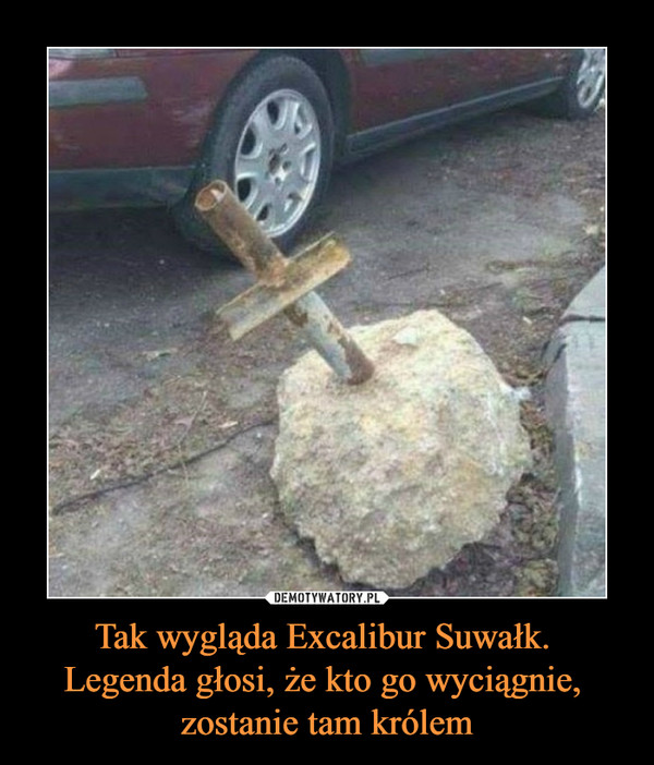 Tak wygląda Excalibur Suwałk. Legenda głosi, że kto go wyciągnie, zostanie tam królem –