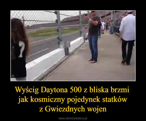 Wyścig Daytona 500 z bliska brzmi jak kosmiczny pojedynek statkówz Gwiezdnych wojen –