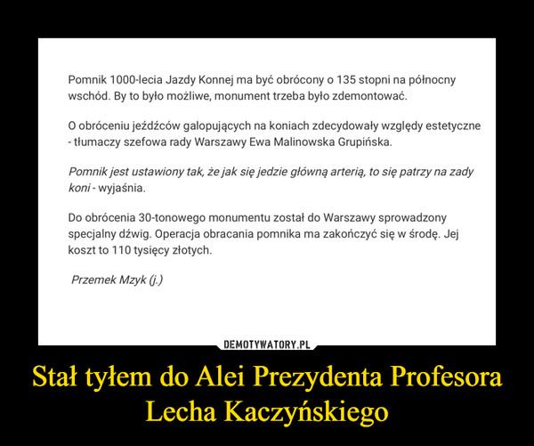 Stał tyłem do Alei Prezydenta Profesora Lecha Kaczyńskiego –