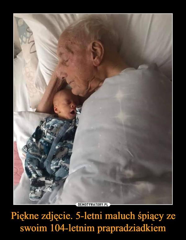Piękne zdjęcie. 5-letni maluch śpiący ze swoim 104-letnim prapradziadkiem –