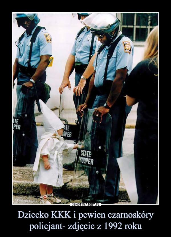 Dziecko KKK i pewien czarnoskóry policjant- zdjęcie z 1992 roku –