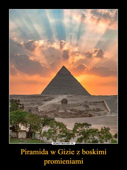 Piramida w Gizie z boskimi promieniami