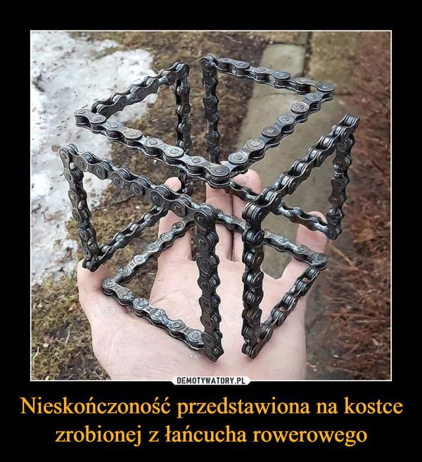 Nieskończoność przedstawiona na kostce zrobionej z łańcucha rowerowego –