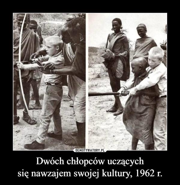 Dwóch chłopców uczącychsię nawzajem swojej kultury, 1962 r. –