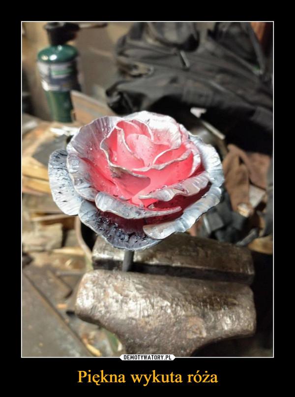 Piękna wykuta róża –