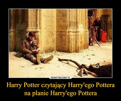 Harry Potter czytający Harry'ego Pottera na planie Harry'ego Pottera